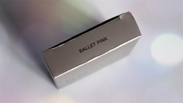 4012a023e39 Le superbe cadeau d Evelyne était un fard Laura Mercier en teinte Ballet  Pink   elle a touché mon point faible puisqu il s agit d un fard hyper  lumineux et ...