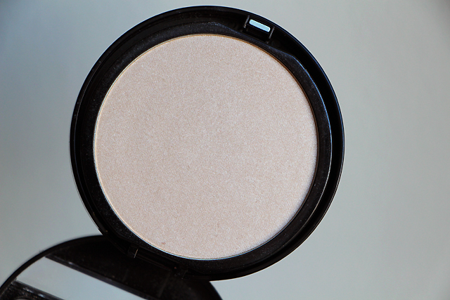 makeup compact shine on 2