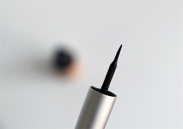eyeliner couleur caramel noir