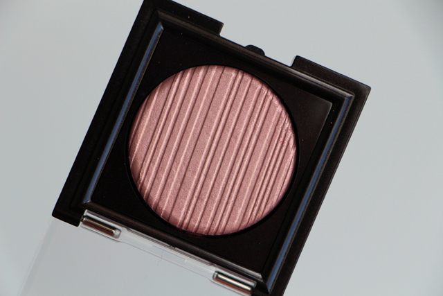 laura mercier fard