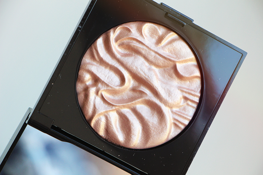 laura mercier zoom illuminator 1