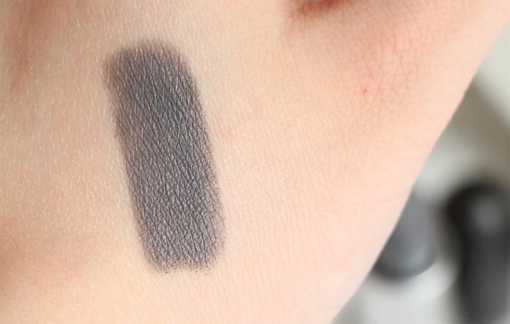 mac halsey swatch lipstick