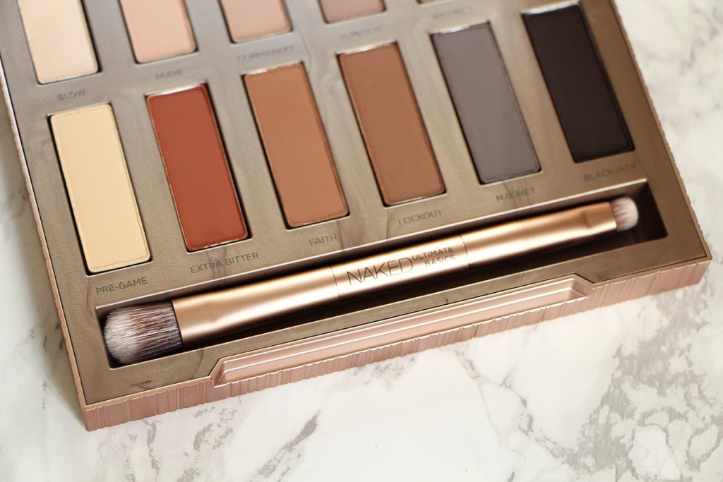 naked-ultimate-basics-palette-urban-decay-brush