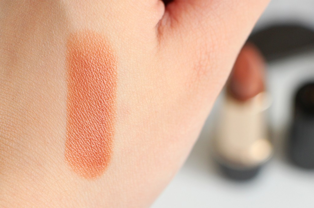 victoria-beckham-estee-lauder-nude-lipstick-swatch